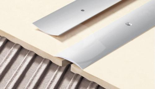 Přechodová lišta Cezar vrtaná 40mm 2,7m stříbrná